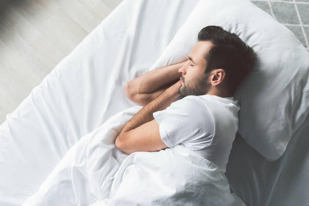 melhor-posicao-para-dormir-simmons
